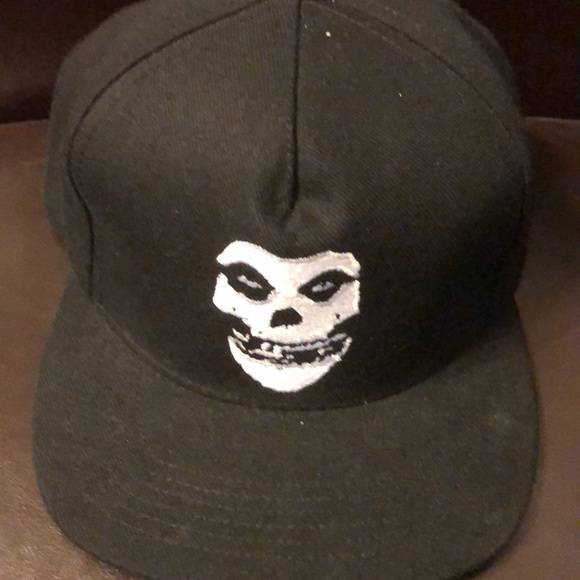 6c4e5e525a66f Black misfits x supreme hat great for anyone